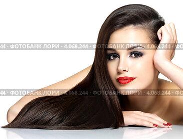 Красивая молодая женщина с длинными тёмными волосами и ярким макияжем на белом фоне. Стоковое фото, фотограф Валуа Виталий / Фотобанк Лори