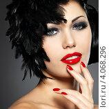 Купить «Красивая девушка с яркими губами. Студийный портрет.», фото № 4068296, снято 17 ноября 2012 г. (c) Валуа Виталий / Фотобанк Лори