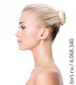 Купить «Девушка с убранными в пучок волосами на белом фоне», фото № 4068340, снято 9 октября 2012 г. (c) Валуа Виталий / Фотобанк Лори