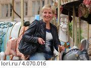 Девушка на карусели. Стоковое фото, фотограф Василий Шульга / Фотобанк Лори