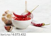 Купить «Острый соус чили и чеснок», фото № 4073432, снято 6 ноября 2012 г. (c) Tatjana Baibakova / Фотобанк Лори