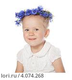 Купить «Портрет улыбающейся маленькой девочки с васильками на голове», фото № 4074268, снято 2 июня 2010 г. (c) Алексей Лосевич / Фотобанк Лори