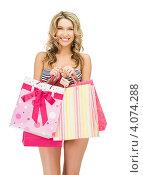 Купить «Привлекательная молодая женщина с длинными светлыми волосами в бикини с пакетами покупок в руках», фото № 4074288, снято 24 марта 2012 г. (c) Syda Productions / Фотобанк Лори