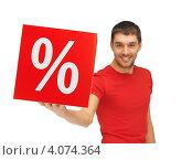 Купить «Привлекательный счастливый молодой человек в красной футболке с пакетом со знаком процентов в руках», фото № 4074364, снято 7 октября 2012 г. (c) Syda Productions / Фотобанк Лори