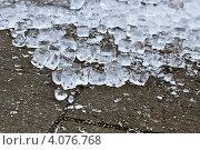 Колотый лед на тротуаре. Стоковое фото, фотограф Ксения Доброскок / Фотобанк Лори