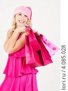 Купить «Привлекательная сексуальная девушка в колпаке Санта-Клауса с пакетами покупок в руках после шоппинга», фото № 4085028, снято 27 сентября 2008 г. (c) Syda Productions / Фотобанк Лори