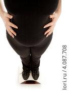 Купить «Беременная женщина стоит на весах», фото № 4087708, снято 6 января 2007 г. (c) Syda Productions / Фотобанк Лори