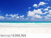 Купить «Песочный пляж под голубым небом», фото № 4094364, снято 26 января 2009 г. (c) Syda Productions / Фотобанк Лори
