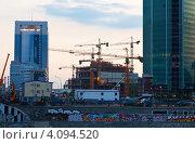 Купить «Строительство бизнес-центра в Москве на закате», фото № 4094520, снято 4 июля 2012 г. (c) Яков Филимонов / Фотобанк Лори