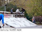 Купить «Подростки на скейт площадке в парке Горького», фото № 4097424, снято 14 октября 2012 г. (c) Инесса Гаварс / Фотобанк Лори