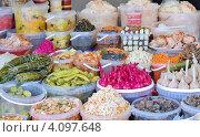 Купить «Прилавок с соленьями», фото № 4097648, снято 8 декабря 2012 г. (c) Илюхина Наталья / Фотобанк Лори