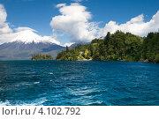Вулкан Осорно и Озеро всех святых (Тодос-лос-Сантос), национальный парк Висенте-Перес-Росалес, Чили (2010 год). Стоковое фото, фотограф Nadejda Trifonova Jeraj / Фотобанк Лори