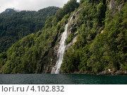 Водопад на Озере всех святых (Тодос-лос-Сантос), национальный парк Висенте-Перес-Росалес, Чили (2010 год). Стоковое фото, фотограф Nadejda Trifonova Jeraj / Фотобанк Лори