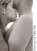 Купить «Страстная пара прижимается друг к другу на белом фоне», фото № 4109716, снято 28 августа 2006 г. (c) Syda Productions / Фотобанк Лори