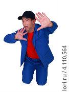Купить «Испуганный рабочий прикрывается ладонями», фото № 4110564, снято 10 мая 2011 г. (c) Phovoir Images / Фотобанк Лори