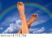 Купить «Стройные женские ноги на фоне радуги и голубого неба», фото № 4113756, снято 18 июля 2006 г. (c) Syda Productions / Фотобанк Лори