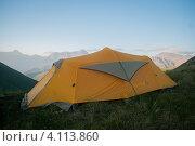 Туристическая палатка в горах Южной Осетии (2012 год). Редакционное фото, фотограф Svetlana Yudina / Фотобанк Лори