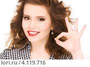 Купить «Привлекательная молодая женщина показывает на пальцах окей на белом фоне», фото № 4119716, снято 3 января 2010 г. (c) Syda Productions / Фотобанк Лори