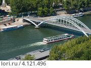 Купить «Мост через Сену в Париже. Франция», фото № 4121496, снято 31 июля 2012 г. (c) Олег Тыщенко / Фотобанк Лори