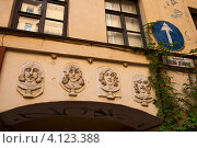 Купить «Портреты легендарных битлов на улице Джона Леннона», эксклюзивное фото № 4123388, снято 28 июля 2012 г. (c) Юлия Бабкина / Фотобанк Лори
