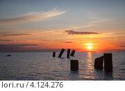 Купить «Закат над морем, оранжевое небо, столбы разрушенного пирса», фото № 4124276, снято 4 июля 2012 г. (c) EugeneSergeev / Фотобанк Лори