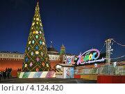 Купить «Вечерний вид на новогоднюю елку и ГУМ-Каток на Красной площади, Москва», эксклюзивное фото № 4124420, снято 16 декабря 2012 г. (c) lana1501 / Фотобанк Лори