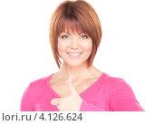Купить «Портрет привлекательной жизнерадостной молодой женщины с поднятым большим пальцем на руке вверх», фото № 4126624, снято 26 декабря 2009 г. (c) Syda Productions / Фотобанк Лори