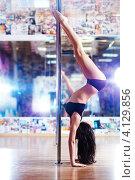 Купить «Стройная молодая женщина танцует на пилоне», фото № 4129856, снято 9 мая 2012 г. (c) chaoss / Фотобанк Лори