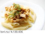 Купить «Бефстроганов с макаронами», фото № 4130436, снято 13 декабря 2012 г. (c) Юлия Маливанчук / Фотобанк Лори
