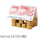 Купить «Игрушечный домик построенный из монет и банкнот, белый фон», фото № 4131480, снято 25 ноября 2012 г. (c) Mikhail Starodubov / Фотобанк Лори