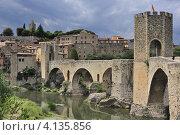 Старый мост в Бесалу (Испания) (2012 год). Стоковое фото, фотограф Алексей Яковлев / Фотобанк Лори