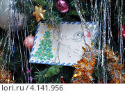 Купить «Письмо от Деда Мороза на елке», фото № 4141956, снято 24 декабря 2012 г. (c) Вячеслав Палес / Фотобанк Лори
