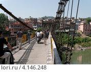 Купить «На старинном мосту в городе Манди. Северная Индия», фото № 4146248, снято 12 мая 2011 г. (c) Виктор Карасев / Фотобанк Лори
