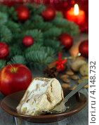 Купить «Яблочный пирог. Праздничный стол», фото № 4148732, снято 4 декабря 2012 г. (c) Надежда Мишкова / Фотобанк Лори