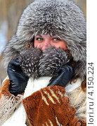 Купить «Замерзшая девушка в зимнем парке», фото № 4150224, снято 19 декабря 2012 г. (c) Эдуард Кислинский / Фотобанк Лори