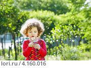 Маленькая кудрявая девочка. Стоковое фото, фотограф Евстратенко Юлия Викторовна / Фотобанк Лори