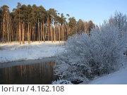 Зимний пейзаж с рекой. Стоковое фото, фотограф Василий Пешненко / Фотобанк Лори