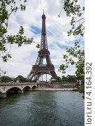 Купить «Вид на Эйфелеву башню со стороны реки Сены. Париж. Франция», фото № 4164392, снято 31 июля 2012 г. (c) Олег Тыщенко / Фотобанк Лори