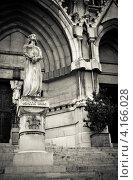 Купить «Статуя жанны д'АРК, вблизи Saint Vincent de Paul церкви в Марселе, Франция», фото № 4166028, снято 24 апреля 2012 г. (c) Юрий Губин / Фотобанк Лори