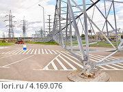 Новые мачты высоковольтной ЛЭП (2012 год). Редакционное фото, фотограф Алёшина Оксана / Фотобанк Лори