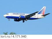 Купить «Boeing 737 (бортовой VP-BYJ) авиакомпании Трансаэро на посадке в Домодедово», эксклюзивное фото № 4171940, снято 20 июля 2011 г. (c) Alexei Tavix / Фотобанк Лори