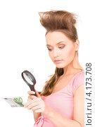 Купить «Молодая женщина разглядывает банкноты под лупой», фото № 4173708, снято 14 марта 2010 г. (c) Syda Productions / Фотобанк Лори