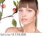 Купить «Привлекательная юная девушка с веткой, усыпанной яблоками», фото № 4174008, снято 13 марта 2010 г. (c) Syda Productions / Фотобанк Лори