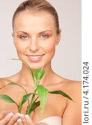 Купить «Молодая женщина с зеленым растением в руках», фото № 4174024, снято 8 мая 2010 г. (c) Syda Productions / Фотобанк Лори
