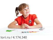 Купить «Мечтающая школьница сидит за столом с цветными фломастерами и красками», фото № 4174340, снято 9 июля 2011 г. (c) Андрей Кузьмин / Фотобанк Лори
