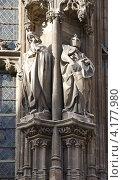 Купить «Фигуры графов Фландрии (Бодуэн VI и Роберт II) на здании мэрии (XVI век). Гент, Восточная Фландрия, Бельгия», фото № 4177980, снято 30 декабря 2012 г. (c) Иван Марчук / Фотобанк Лори