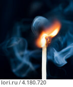 Купить «Горящая спичка и дым», фото № 4180720, снято 26 декабря 2012 г. (c) Валерия Потапова / Фотобанк Лори