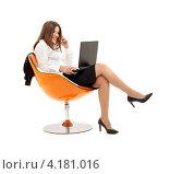 Купить «Деловая женщина сидит на оранжевом стуле на белом фоне», фото № 4181016, снято 19 июня 2007 г. (c) Syda Productions / Фотобанк Лори
