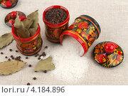 Купить «Три деревянные банки с хохломской росписью для хранения специй и соли», фото № 4184896, снято 27 октября 2012 г. (c) Андрей Радченко / Фотобанк Лори
