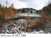 Купить «Первый снег. Маленькое озеро в лесу», эксклюзивное фото № 4187788, снято 3 октября 2007 г. (c) Евгений Мухортов / Фотобанк Лори